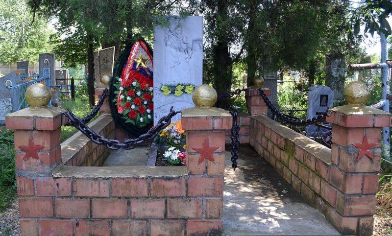 г. Краснодар, х. Новый. Памятник, установленный на братской могиле воинов 9-й горно-стрелковой дивизии Северо-кавказского фронта, погибших 15 февраля 1943 года.