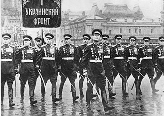 И.С. Конев во главе парадного расчета 1-го Украинского фронта на Параде Победы 24 июня 1945 г.