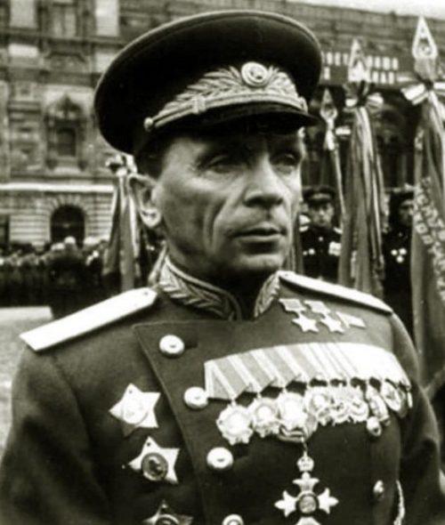 Батов на параде Победы. 1945 г.