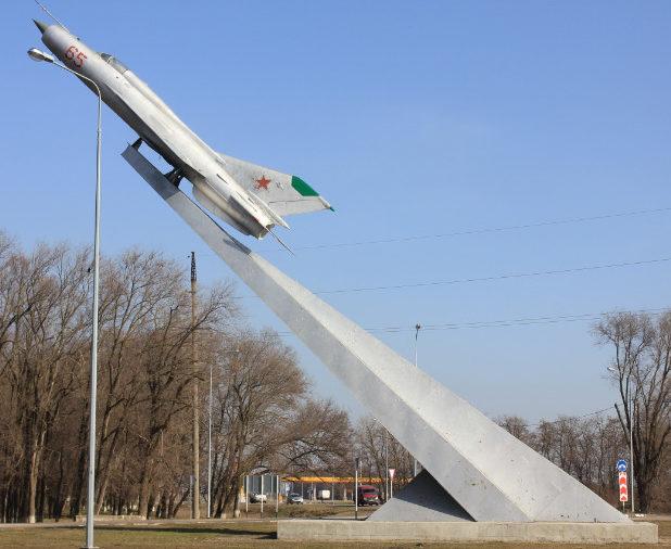 ст-ца. Кущевская. Памятный знак «Бессмертному подвигу земляков-авиаторов», установленный в переулке Кубанском 82б.