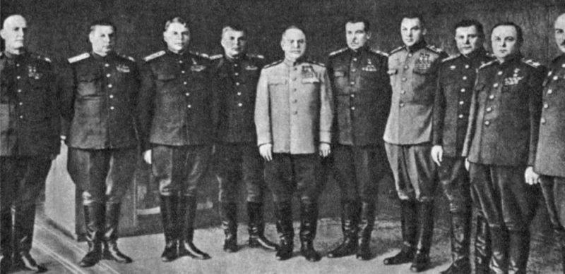 Командующие фронтами. И.С. Конев – первый слева. 1945 г.