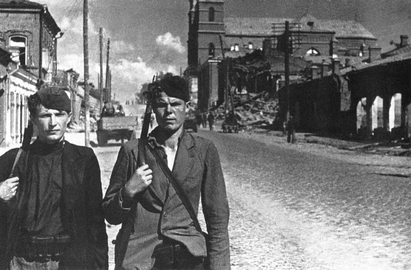 Партизанский патруль в Вильнюсе. Июль 1944 г.