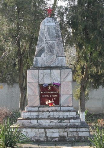 ст-ца. Марьянская Красноармейского р-на. Памятник по улице Соболя 1, установленный на братской могиле советских воинов.