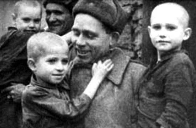 Освобожденные дети из концлагеря Саласпилс. 1944 г.
