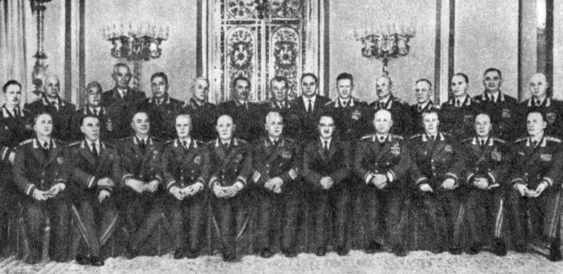 Советские военачальники – депутаты Верховного Совета СССР. И.С. Конев – четвертый в первом ряду справа. 1965 г.