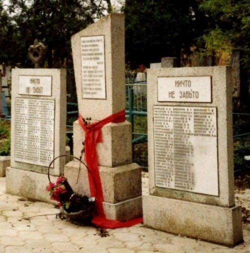ст-ца. Полтавская Красноармейского р-на. Памятник, установленный на братской могиле советских воинов.