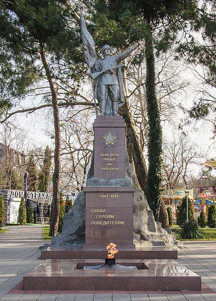 г. Геленджик. Памятник погибшим землякам, установленный на улице Революционной.