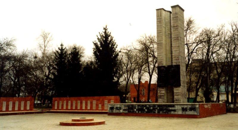 ст-ца. Полтавская Красноармейского р-на. Мемориал, установленный на братской могиле воинов, погибших в годы гражданской и Великой Отечественной войн.