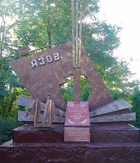 п. Лазаревское округа г. Сочи. Памятник, установленный в 2002 году военному судну «Азов», погибшему в голы войны.