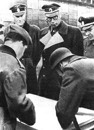 Трухин и Власов в Дабендорфе. 1944 г.