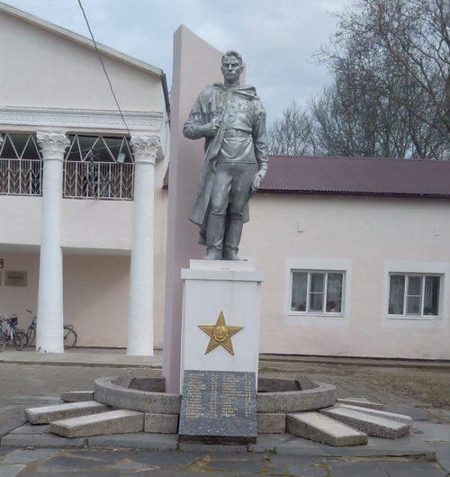 х. Протичка Красноармейского р-на. Памятник по улице Красной 30/1, установленный на братской могиле советских воинов.