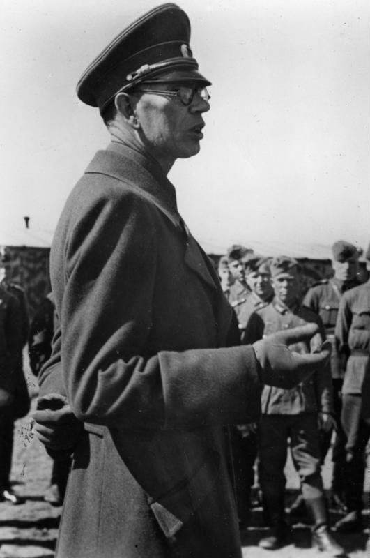 Речь Власова перед строем добровольцев. Октябрь 1944 г.