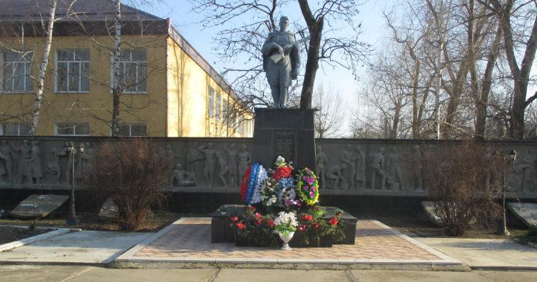 ст-ца. Староджерелиевская Красноармейского р-на. Памятник по улице Красной 102б, установленный на братской могиле воинов, погибших в годы гражданской и Великой Отечественной войн.