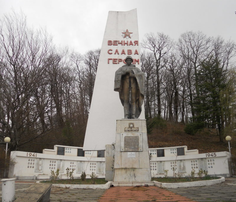 п. Сергей Поле округа г. Сочи. Памятник землякам, погибшим в годы войны.