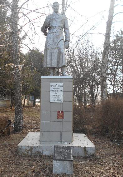 х. Тиховский Красноармейского р-на. Памятник по улице Красной 6б, установленный на братской могиле советских воинов.