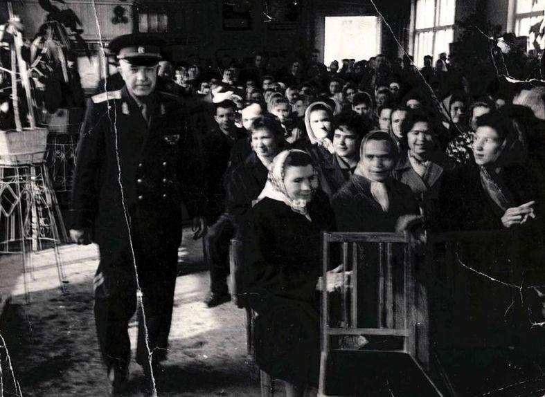 Коротков на встрече с земляками. 1965 г.