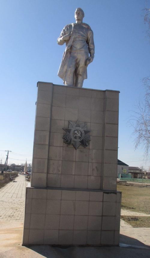 х. Трудобеликовский Красноармейского р-на. Памятник по улице Школьной 2б, установленный на братской могиле советских воинов.