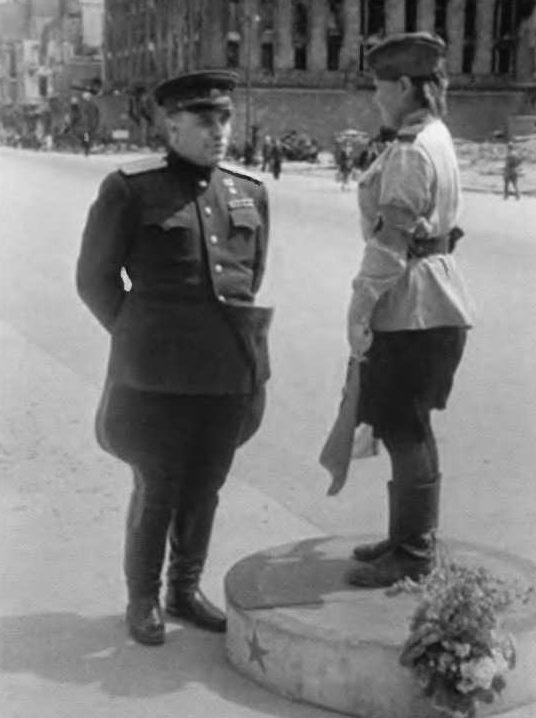 На улице Берлина. 1945 г.