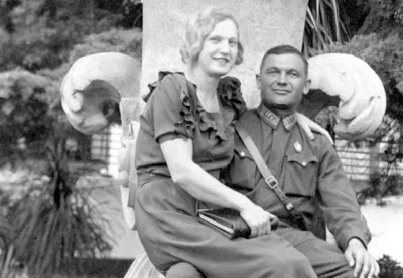 Полковник Яков Крейзер с женой. 1941 г.