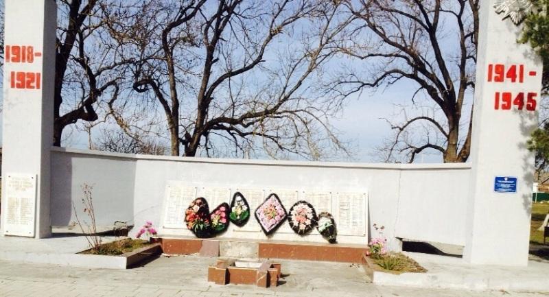 ст-ца Бакинская г. Горячий Ключ. Памятник по улице Ленина 60а, установленный на братской могиле советских воинов.