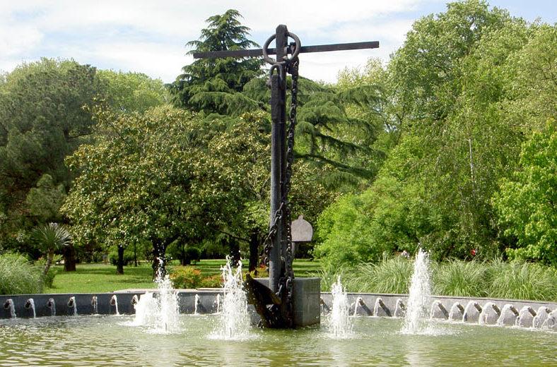 Памятник-фонтан.
