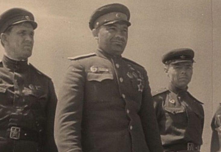 Генерал-лейтенант Крейзер на передовой. 1943 г.