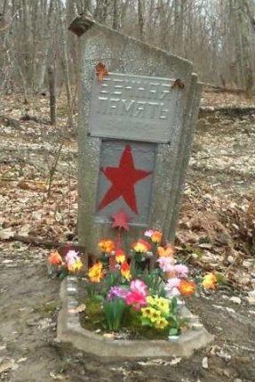 г. Горячий Ключ. Памятный знак по улице Заречье 3 советским воинам, погибшим при защите города от фашистских захватчиков.