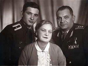 Яков Крейзер с женой и сыном. 1963 г.
