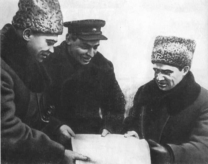 В. И. Чуйков, Н. И. Крылов, К. А. Гуров на КП. Сталинград. Февраль 1943 г.