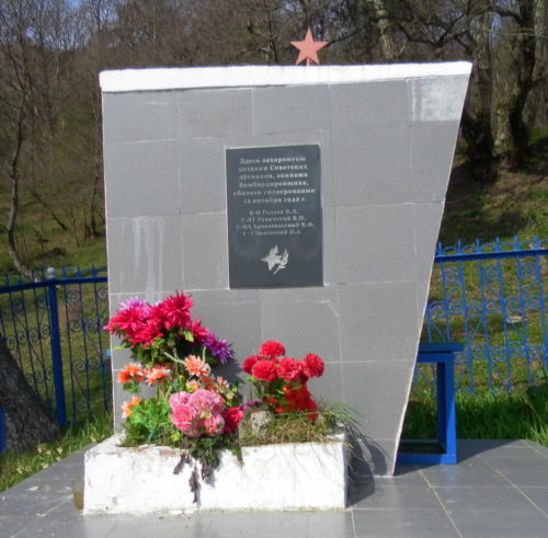 х. Старый Кляр округа г. Сочи. Братская могила 4 летчиков 6-го авиаполка, погибших в бою с фашистскими захватчиками.
