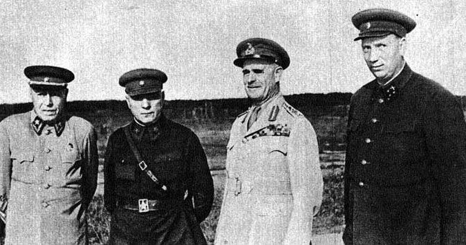 Б.М. Шапошников, К.Е. Ворошилов, Н.Н. Воронов. Подмосковье, 1942 г.