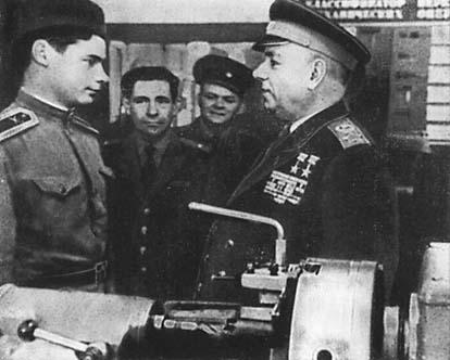 Крылов с инспекцией в военном училище. 1965 г.