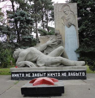 п. Гирей Гулькевичского р-на. Обелиск рабочим и служащим сахарного завода, погибших в годы войны.