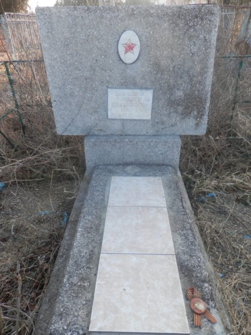 ст-ца. Гулькевичи. Памятник по улице Ленинградской 2, установленный на братской могиле воинов, умерших от ран в госпиталях.