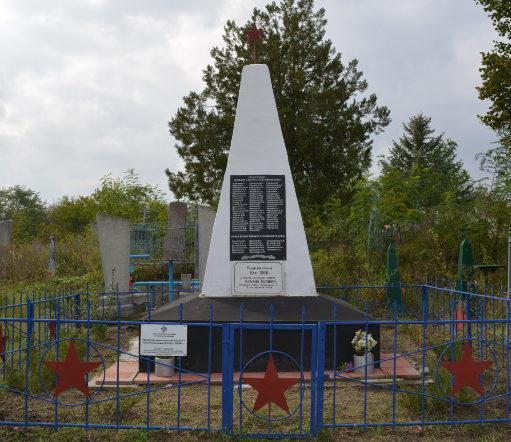 х. Красный Зеленчук Тбилисского р-на. Памятник на братской могиле.
