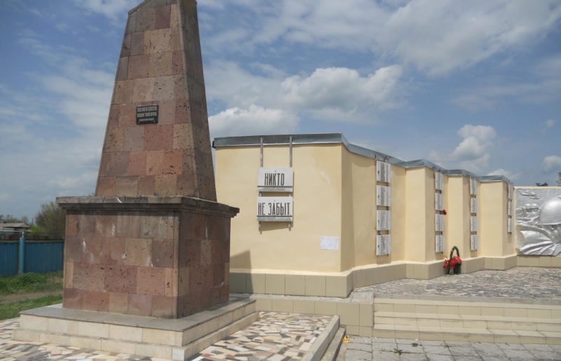 ст-ца. Ловлинская Тбилисского р-на. Мемориал советским воинам.