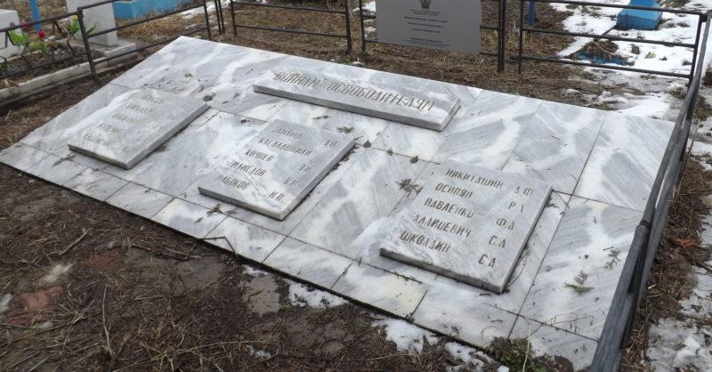 с. Майкопское Гулькевичского р-на. Памятник землякам, погибшим в годы войны, и воинам, умершим от ран.