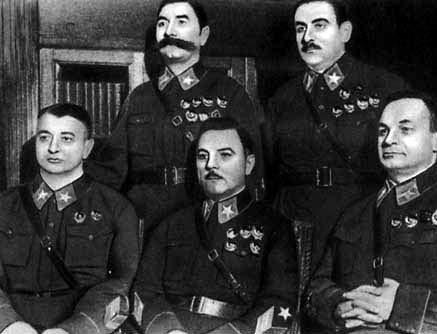 Маршалы: Будённый и Блюхер (стоят); Тухачевский, Ворошилов, Егоров (сидят). Ноябрь 1935 г.