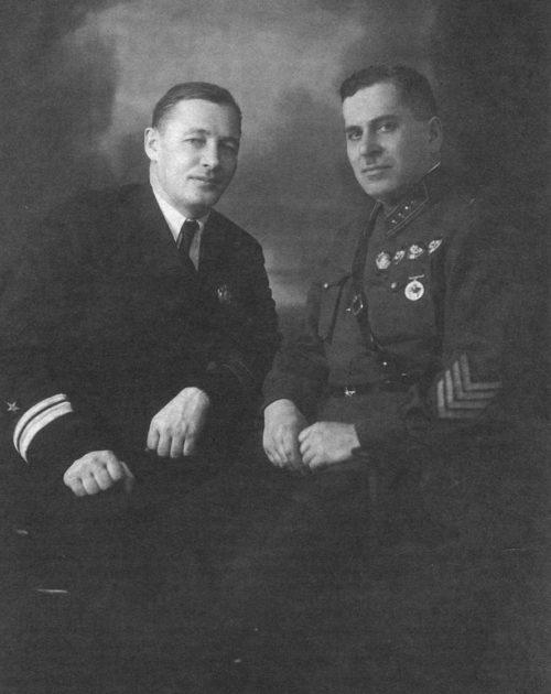 Командующий Тихоокеанским флотом флагман 2-го ранга Н.Г. Кузнецов и командующий 1-й Особой Краснознаменной армией командарм 2-го ранга Г.М. Штерн. 1938 г.