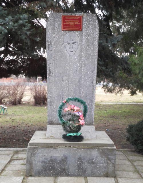 с. Отрадо-Кубанское Гулькевичского р-на. Памятник по улице Ленина 35, учителям, погибшим в годы войны.