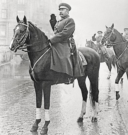 Маршал Буденный принимает парад на Красной площади. 7 ноября 1947 г.
