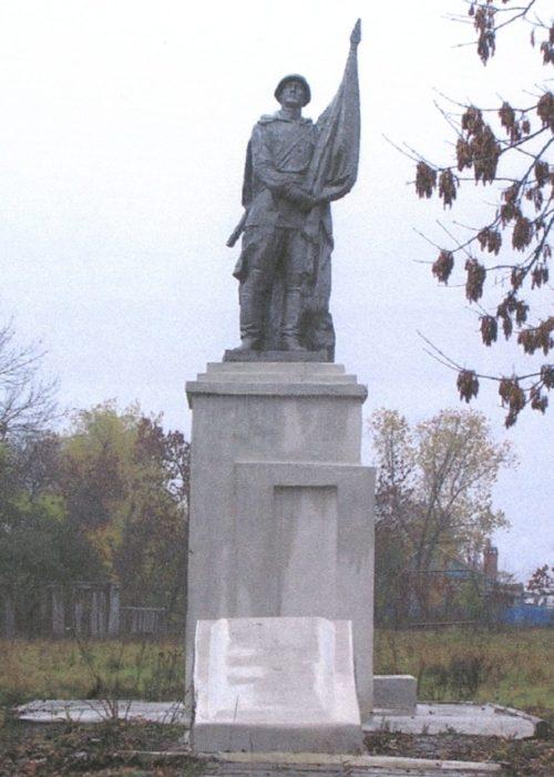 ст-ца. Скобелевская Гулькевичского р-на. Памятник по улице Школьной 47а, установленный на братской могиле воинов, погибших в годы гражданской и Великой Отечественной войн.