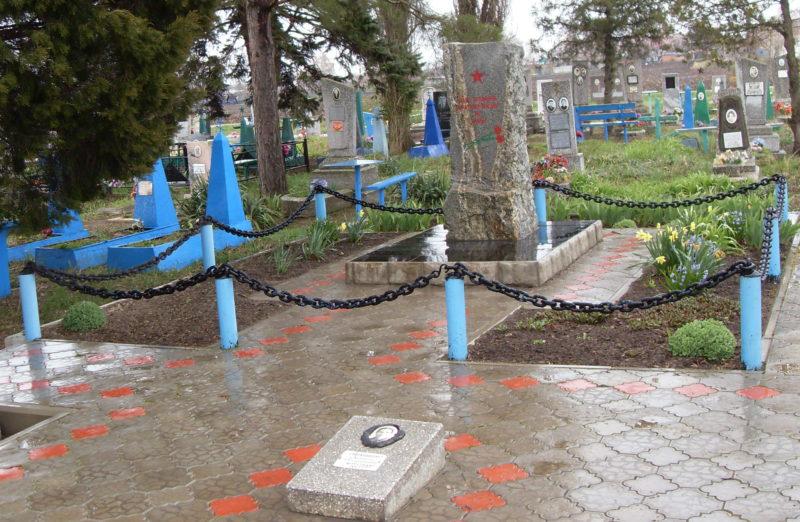 х. Тельман Гулькевичского р-на. Братская могила советских воинов на кладбище.