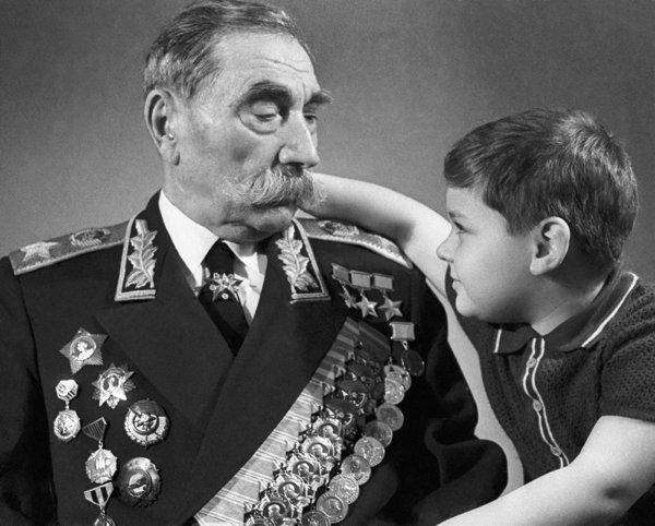 Буденный с внуком. 1968 г.