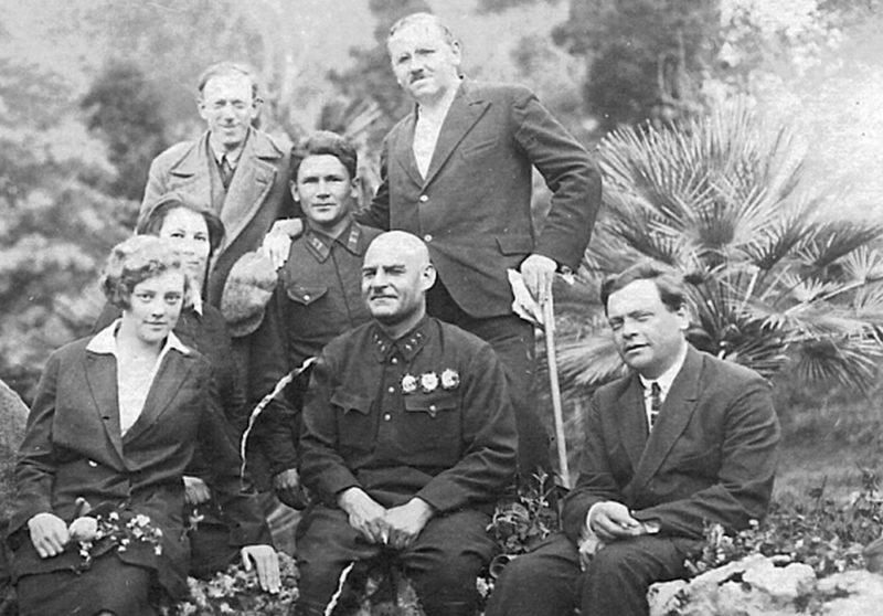 Кулик в кругу семьи. 1936 г.