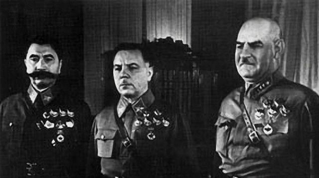 Буденный, Ворошилов. Кулик. 1939 г.