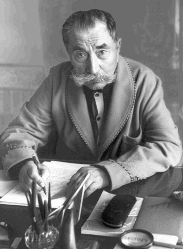 Семен Буденный за написанием мемуаров. 1973 г.