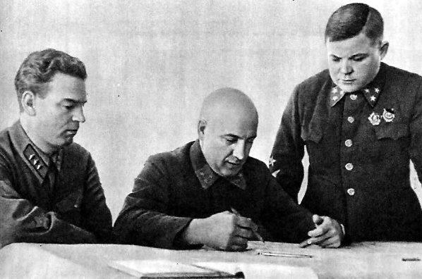 Военный Совет Северо-Западного фронта: В. Н. Богаткин, П. А. Курочкин, Н. Ф. Ватутин. 1941 г.