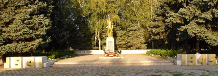 п. Украинский Динского р-на. Памятник погибшим землякам.