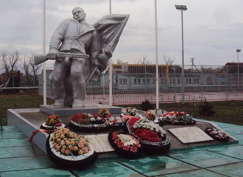п. Южный Динского р-на. Памятник погибшим землякам.